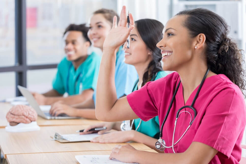 How to Choose Between an Online and Campus LVN Program